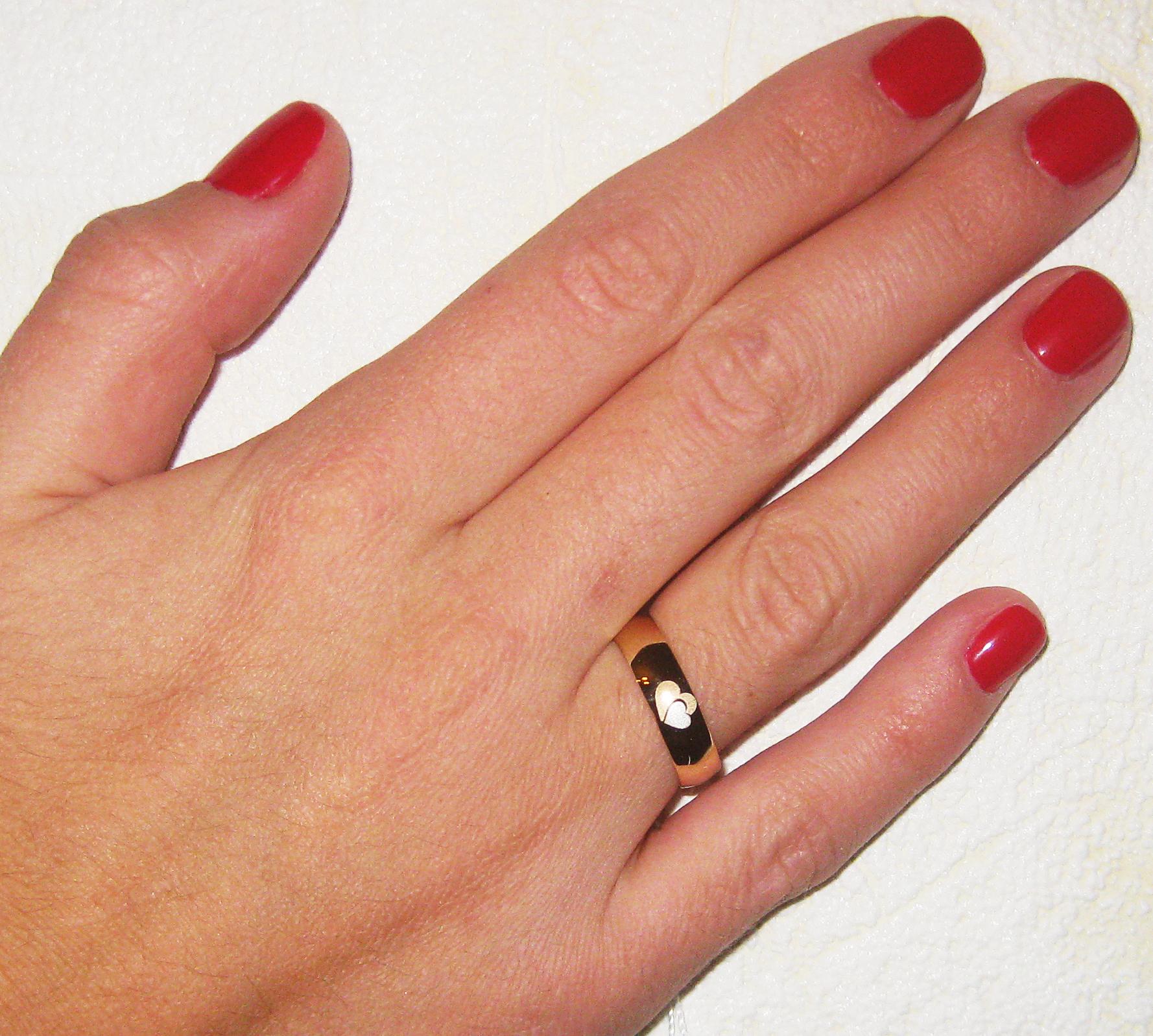 Кольцо обручальное с гравировкой Сердце, Ты и Я, желтое золото, ширина 4 мм