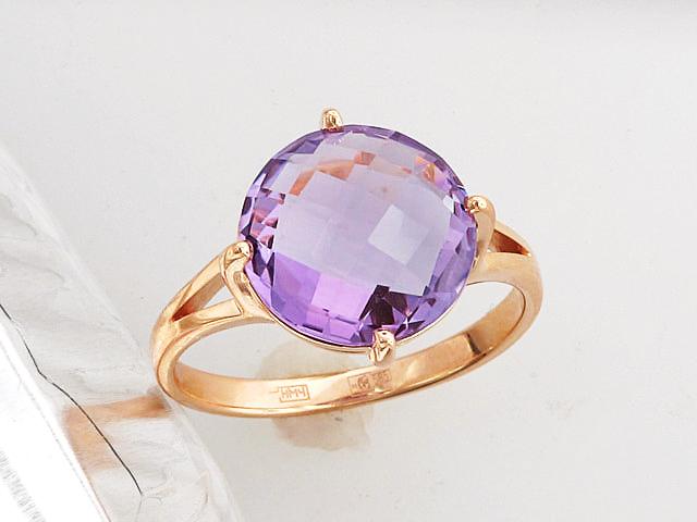Золотое кольцо с полудрагоценной вставкой, круглая форма с гранями